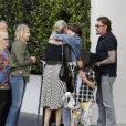 """Johnny Hallyday avec sa femme Laeticia, leurs enfants Jade et Joy, Eliette (la grand-mère de Laeticia), Françoise Thibaud (la mère de Laeticia) avec son compagnon Pierre et leurs amis, vont déjeuner au restaurant """"Cecconi's"""" à West Hollywood, pour célébrer leur anniversaire de mariage. Le 25 mars 2017."""