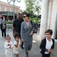 Kris Jenner emmène ses petits enfants Mason Disick, Penelope Disick et North West au cinéma à Calabasas, le 24 mai 2017