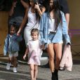Kim et Kourtney Kardashian avec leurs filles Penelope et North West - La famille Kardashian arrive dans les studios de tournage pour leur émission 'Keeping Up With The Kardashian's' à Los Angeles le 10 mars 2017.
