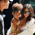 Kim Kardashian se promène avec sa fille North West à New York le 2 septembre 2016.