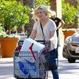 Tori Spelling enceinte rencontre Ian Ziering à la sortie du supermarché Ralph à Tarzana, le 2 novembre 2016