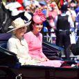 """Camilla Parker-Bowles, duchesse de Cournouailles, Catherine Kate Middleton, duchesse de Cambridge et le prince Harry - La famille royale d'Angleterre arrive au palais de Buckingham pour assister à la parade """"Trooping The Colour"""" à Londres le 17 juin 2017."""