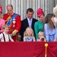"""Le prince Charles, prince de Galles, La reine Elizabeth II d'Angleterre, le prince Philip, duc d'Edimbourg, Catherine Kate Middleton, duchesse de Cambridge, la princesse Charlotte, le prince George et le prince William, duc de Cambridge - La famille royale d'Angleterre au balcon du palais de Buckingham pour assister à la parade """"Trooping The Colour"""" à Londres le 17 juin 2017."""
