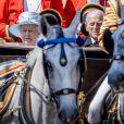 """La reine Elizabeth II d'Angleterre et le prince Philip, duc d'Edimbourg - La famille royale d'Angleterre arrive au palais de Buckingham pour assister à la parade """"Trooping The Colour"""" à Londres le 17 juin 2017."""
