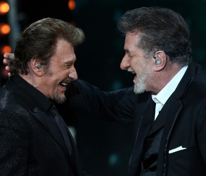 Johnny Hallyday et Eddy Mitchell : Complices, ils improvisent un duo à table