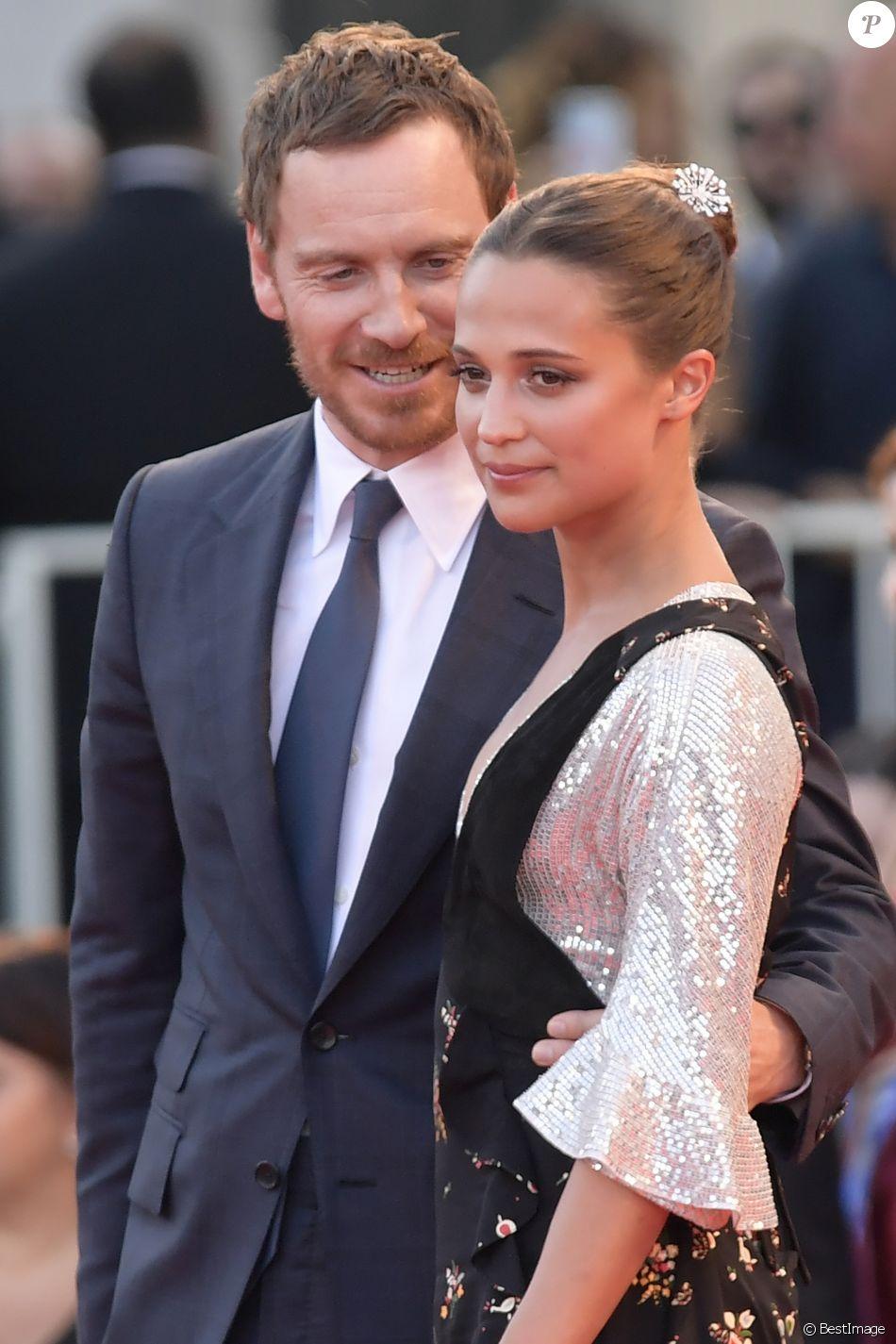 """Michael Fassbender et sa compagne Alicia Vikander à la première de """"The Light Between Oceans"""" au 73ème Festival du Film de Venise, le 1er septembre 2016."""