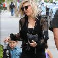Exclusif - Fergie avec son mari Josh Duhamel et leur fils Axl vont déjeuner chez Katsuya à Brentwood le 11 juin 2017.