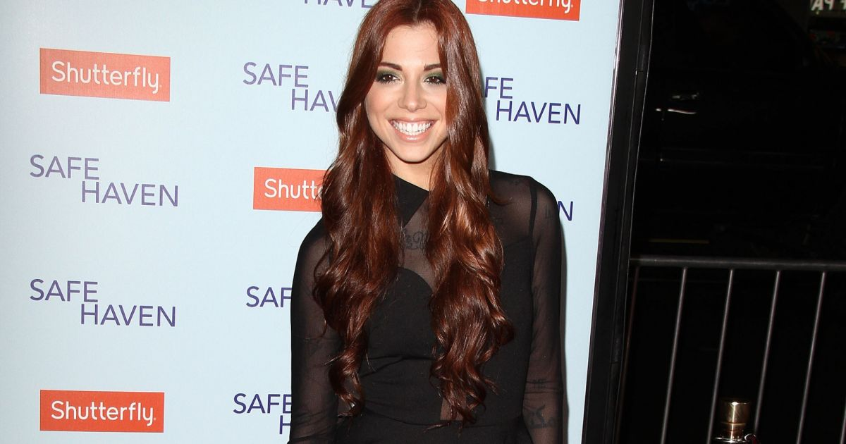 Christina Perri - Premiere du film Safe Haven a Hollywood ...