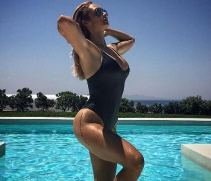 Emilie Nef Naf : En maillot très échancré pour faire le show avec Jérémy Ménez