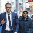 Ryan Reynolds arrive aux studios de l'émission ''Good Morning America'' à New York, le 16 2017. Il porte un costume bleu. © CPA/Bestimage