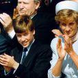 Lady Di avec ses fils le prince William et le prince Harry en mai 1995 à Hyde Park, à Londres.