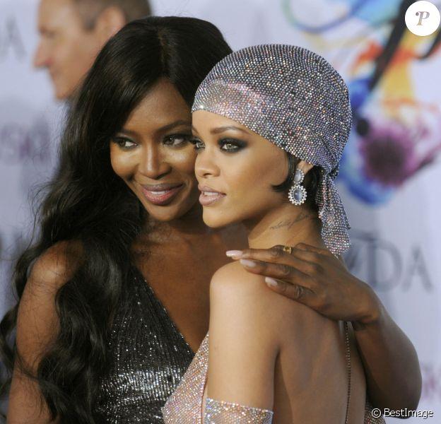 Naomi Campbell et la chanteuse Rihanna arrivant à la soirée des CFDA Fashion Awards 2014 à New York, le 2 juin 2014.02/06/2014 - New York