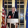 Remise de la Légion d'Honneur à Sidney Lumet, à New York : l'ambassadeur de France Pierre Vimont