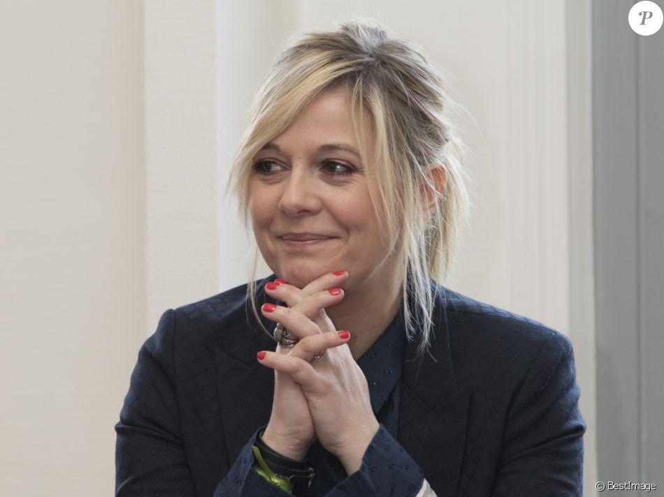 Semi-Exclusif - Flavie Flament lors de la remise du rapport de la mission de consensus sur les délais de prescription applicables aux crimes sexuels commis sur les mineurs au ministère à Paris, le 10 avril 2017.
