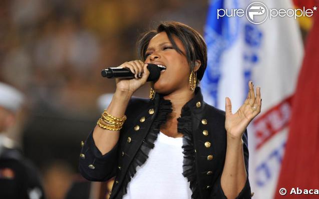 Jennifer Hudson chante à l'occasion de la finale du Superbowl