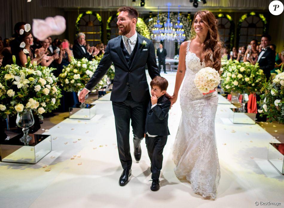 Le mariage de Lionel Messi et Antonella Roccuzzo avec leur fils Thiago au  City Center à Rosario, le 30 juin 2017.