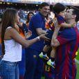 Lionel Messi avec sa compagne Antonella Roccuzzo et leur fils thiago dans le stade du FC Barcelone avant le coup d'envoi à Barcelone en Espagne le 3 mai 2014.