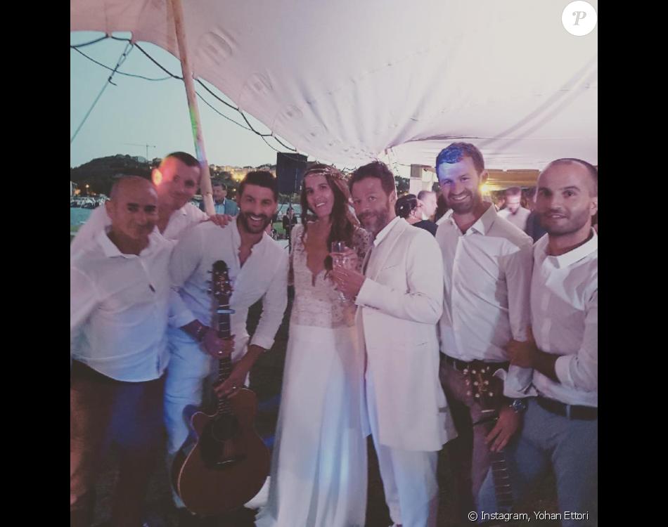 Christophe Maé (Martichon) et Nadège (Sarron) se sont mariés en Corse, civilement le 29 juin 2017 puis religieusement le 1er juillet. Le chanteur et musicien corse a partagé sur Instagram cette photo de la fête qui a suivi le mariage.