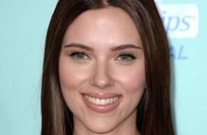Scarlett Johansson a un nouveau look ! Elle est brune et on... n'aime pas, c'est tout !