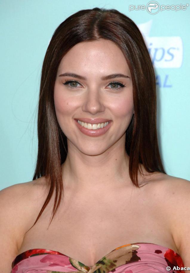 Scarlett Johansson, la préférez-vous brune ou blonde ?