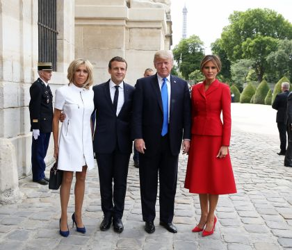 Brigitte Macron : Classe et pure au côté de Melania Trump, face à leurs maris