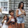 Exclusif - Kourtney Kardashian fait du shopping et mange des glaces avec ses enfants Penelope et Mason à Nantucket Island, le 13 juillet 2017