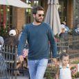 Scott Disick amène ses enfants Mason et Penelope Disick au restaurant à Los Angeles, Californie, Etats-Unis, le 14 juin 2017.