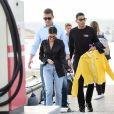 Kourtney Kardashian et son compagnon Younes Bendjima arrive en bateau à Antibes lors du 70ème Festival International du Film de Cannes, le 25 mai 2017