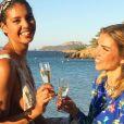 Chloé Mortaud (Miss France 2009) et Alexandra Rosenfeld (Miss France 2006) lors du mariage de Sylvie Tellier, à Porquerolles le 14 juillet 2017.