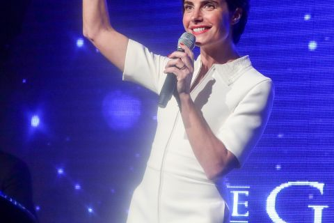 Alessandra Sublet canon en petite robe blanche, elle dévoile ses sublimes jambes