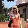 Nicole Richie en 2003. La fille de Lionel Richie est visiblement victime d'anorexie, ses os dominent sa fragile silhouette.