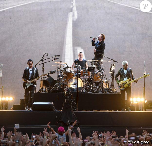 """Concert de U2 lors de leur tournée """"The Joshua Tree Tour"""" au Stade de France à Saint-Denis le 25 juillet 2017. © Lionel Urman/Bestimage"""