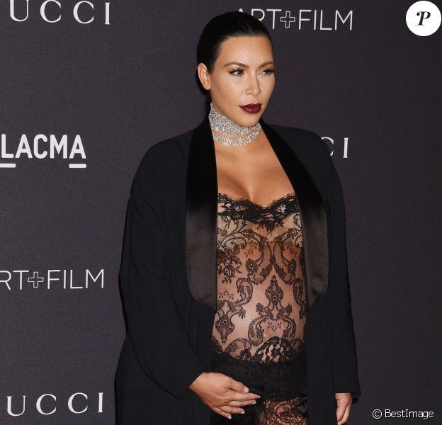 """Kim Kardashian, enceinte lors du Gala """"The LACMA 2015 Art+Film"""" en l'honneur de James Turrell et Alejandro Inarritu à Los Angeles, le 7 novembre 2015.07/11/2015 - Los Angeles"""
