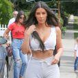 Exclusif - Les soeurs Kardashian Kim, Khloe et Kourtney sont allées déjeuner accompagnées de la petite Penelope au restaurant Stanley à Sherman Oaks. Kim semble avoir un problème d'eczéma sur le tibia droit! Le 25 juillet 2017