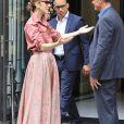 Céline Dion fête un joyeux anniversaire à son garde du corps, Olivier, en sortant de son hôtel, le Royal Monceau, le 2 août 2017