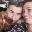Pierre Ménès pose avec sa compagne Mélissa sur Facebook en mai 2015.
