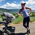 Katherine Heigl en promenade avec son fils Joshua (8 mois) sur une photo publiée sur Instagram le 7 août 2017