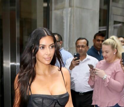Kim Kardashian lynchée après avoir mis en danger son fils : Elle répond !