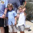 Elton John, son mari David Furnish et leurs fils Elijah et Zachary sont au Club 55 à Saint-Tropez, le 6 août 2017, pendant leurs vacances.