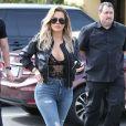 Khloe Kardashian arrive dans les studios de tournage pour leur émission 'Keeping Up With The Kardashian's' à Los Angeles le 10 mars 2017.