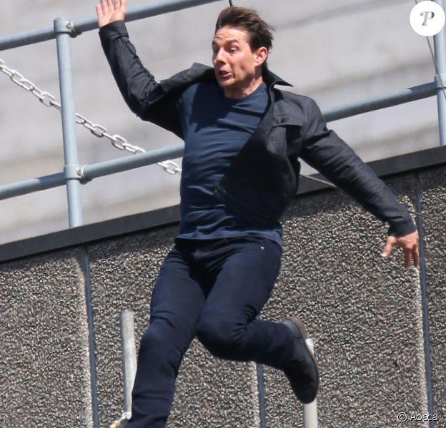 Tom Cruise fait une chute en plein cascade sur le tournage de Mission Impossible 6 à Londres le 13 août 2017.