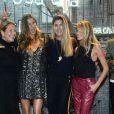 Gisele Bündchen et Helena Bordon (pantalon bordeaux, à droite) assistent à la soirée d'inauguration du nouveau magasin Rosa Cha à Oscar Freire Street à São Paulo. Le 16 août 2017.