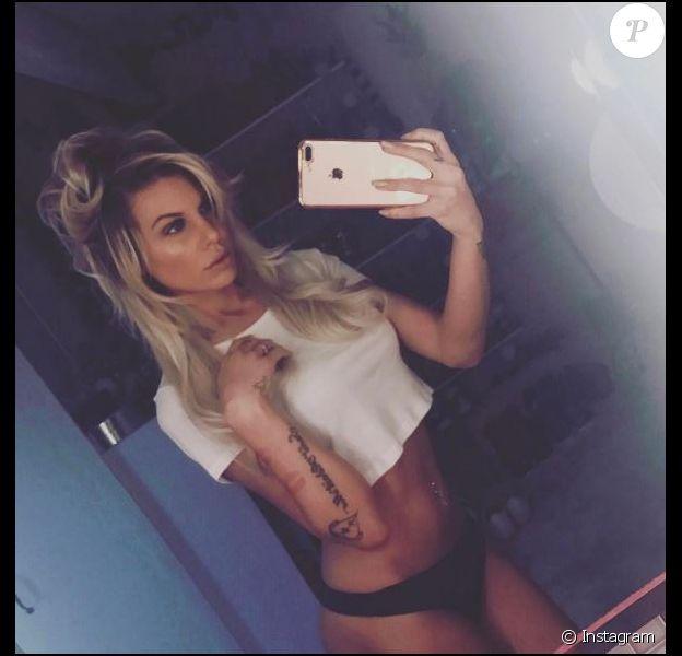 Adixia (Les Ch'tis) s'affiche sexy sur les réseaux sociaux.
