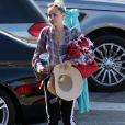 Exclusif - Miley Cyrus fait du shopping avec ses parents Billy Ray Cyrus et Tish Cyrus au magasin Pavilions à Malibu, le 24 juillet 2017