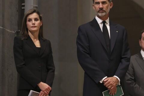 Letizia et Felipe VI d'Espagne: Endeuillés à la Sagrada Familia après l'attentat
