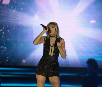 Taylor Swift efface tout sur ses réseaux sociaux : Ses fans en panique