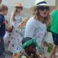 Exclusif - Madonna se balade avec ses enfants David Banda, Estere et Stella dans les rues de Lecce en Italie, le 17 août 2017