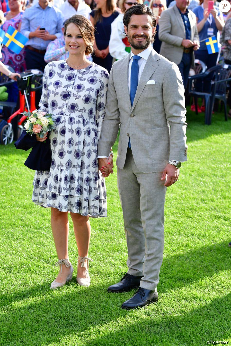 le prince carl philip et la princesse sofia de su de lors des c l brations du 40e anniversaire. Black Bedroom Furniture Sets. Home Design Ideas