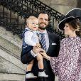 Le prince Carl Philip et la princesse Sofia (enceinte) de Suède avec leur fils Alexandre assistent à une messe à l'occasion du 40e anniversaire de la princesse Victoria de Suède au palais royal à Stockholm, le 14 juillet 2017