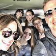 Troy Aikman et sa compagne Capa Mooty avec leurs enfants (ses deux filles à lui, Jordan et Alexa, et ses deux garçons à elle, Luke et Val) lors d'un springbreak au printemps 2017, photo Instagram. L'ancienne gloire de la NFL et triple vainqueur du Super Bowl avec les Dallas Cowboys a demandé le 2 juin 2017 sa compagne Capa Mooty en mariage, sur les bords du Lac de Côme au cours de leurs vacances en Europe.